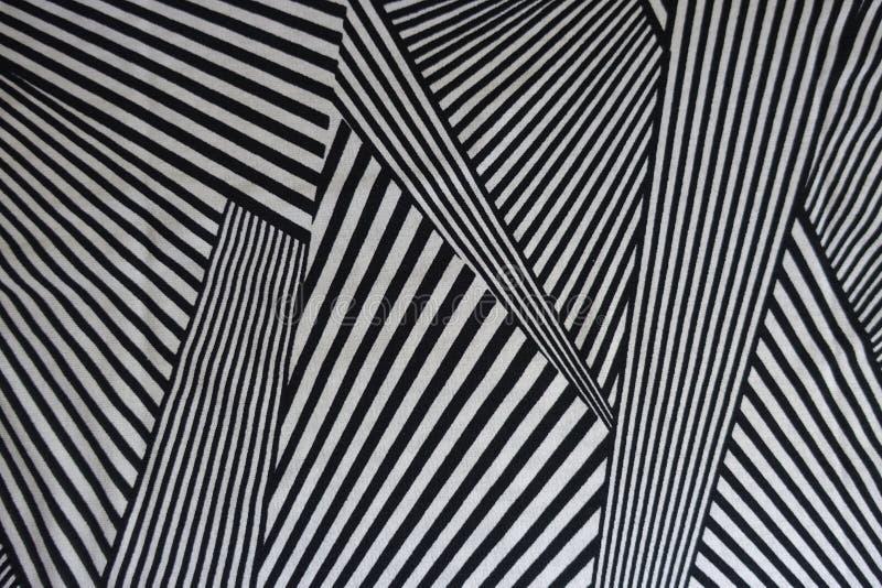 Druck von Schwarzweiss-Linien auf Gewebe stockbild
