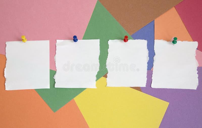 Druckbolzen und Notizblock stockbild