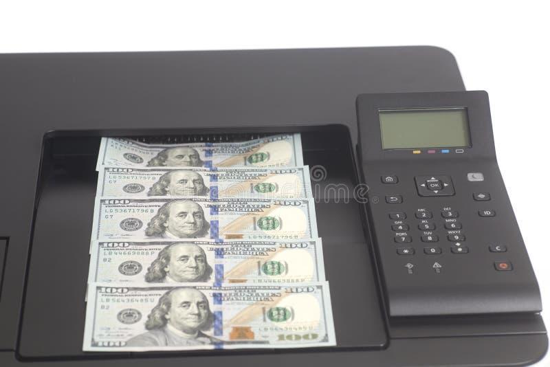 Drucker, der Dollarscheine druckt stockfotografie