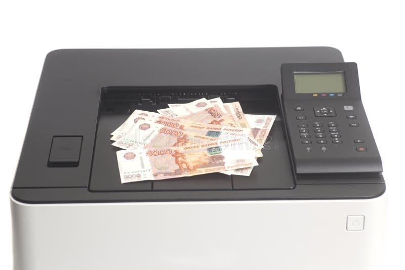 Drucker, der Rechnungen der russischen Rubel druckt stockfotos
