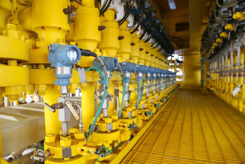 Druckgeber im Öl und im Gas verarbeiten, schicken Signal zum Prüfer- und Lesedruck im System, Übermittler im Öl stockfotos