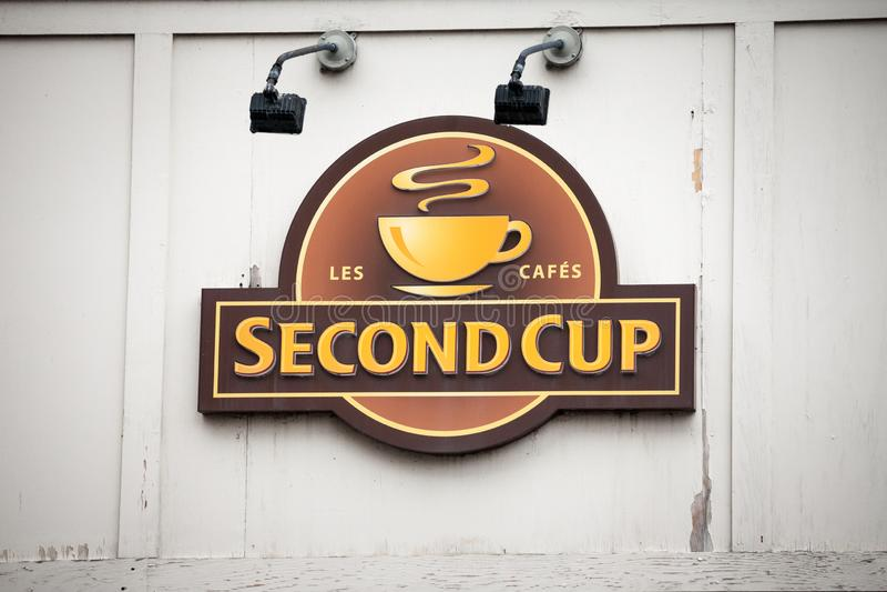 Drugi filiżanki Kawowy logo przed ich lokalną kawiarnią w w centrum Montreal, Quebec Drugi filiżanka jest Kanadyjskim kawiarnią & obraz royalty free