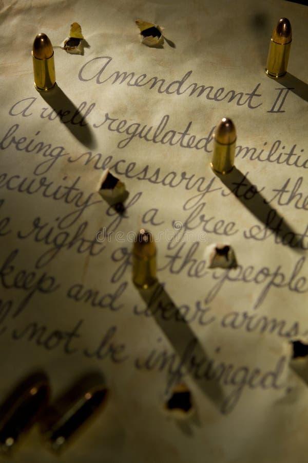 Drugi poprawka z pociskami ciska cienie na dokumencie obraz royalty free