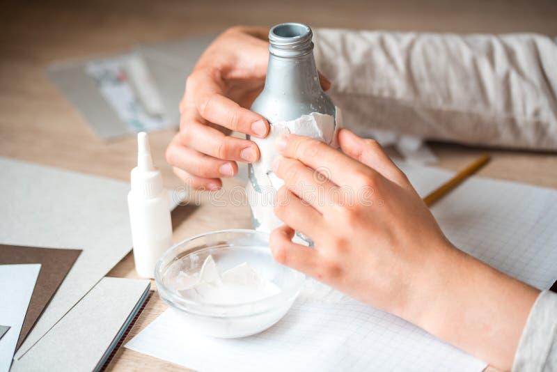 drugorzędny use papierowi gruzy children handmade od papier - mache Dziecko ręki kleią kawałki papieru na bottl zdjęcia royalty free