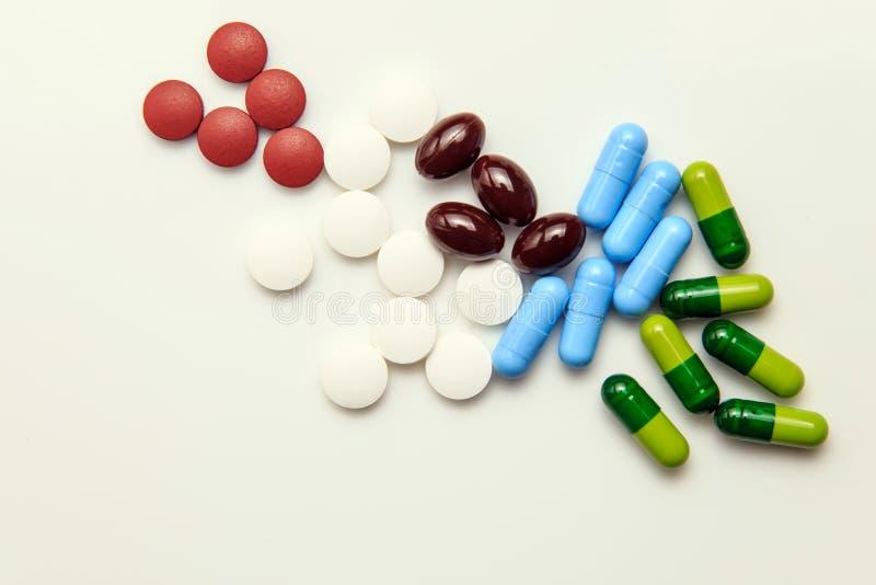 Drugs op de witte achtergrond stock afbeeldingen