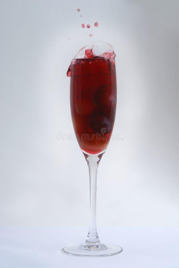 Druiven in een wijn stock afbeeldingen