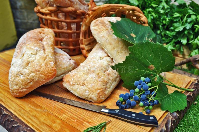 Druiven en brood stock afbeeldingen