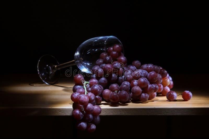 Druiven en glas royalty-vrije stock afbeelding