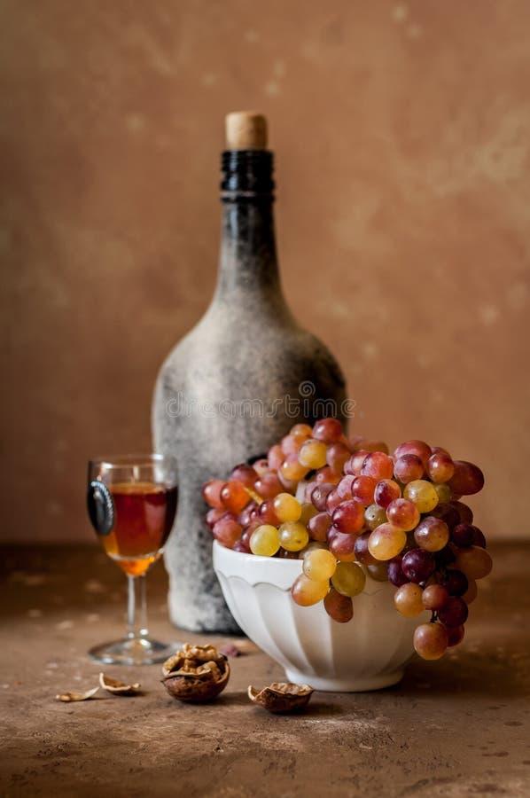 Druiven en Oude Wijn royalty-vrije stock foto's