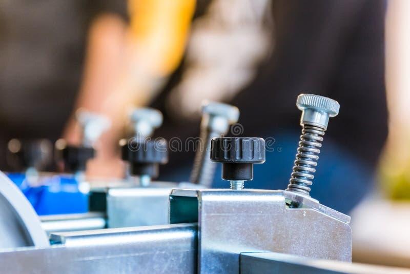 Druk Składa Maszynowego papieru dostosowania śrub maszynerię Industri zdjęcie royalty free