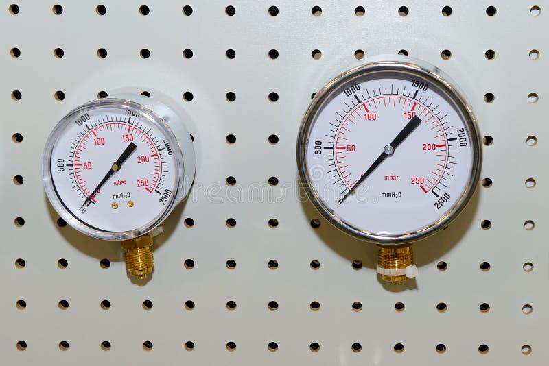Drukmaten, manometers - instrumenten voor het meten van de druk van vloeistof stock afbeelding