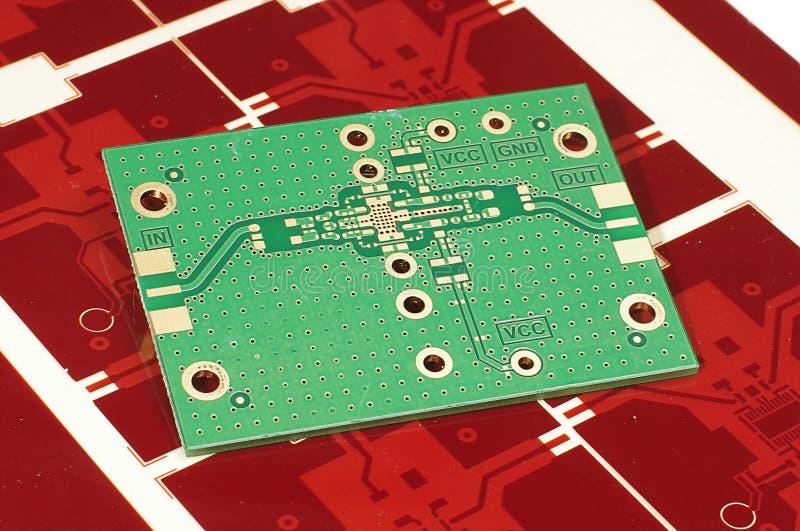Drukowany obwód deski PCB na czerwonej gerber masce dla fabrykować obraz royalty free