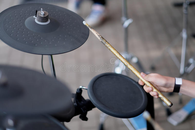 Drummer& x27; s ręka fotografia stock
