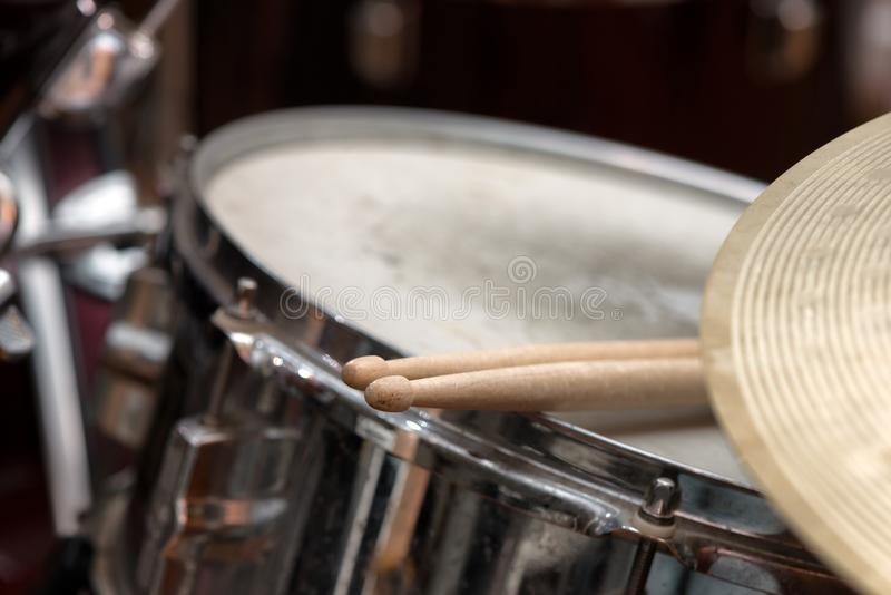 Drumstick на барабанчике тенет стоковые фото