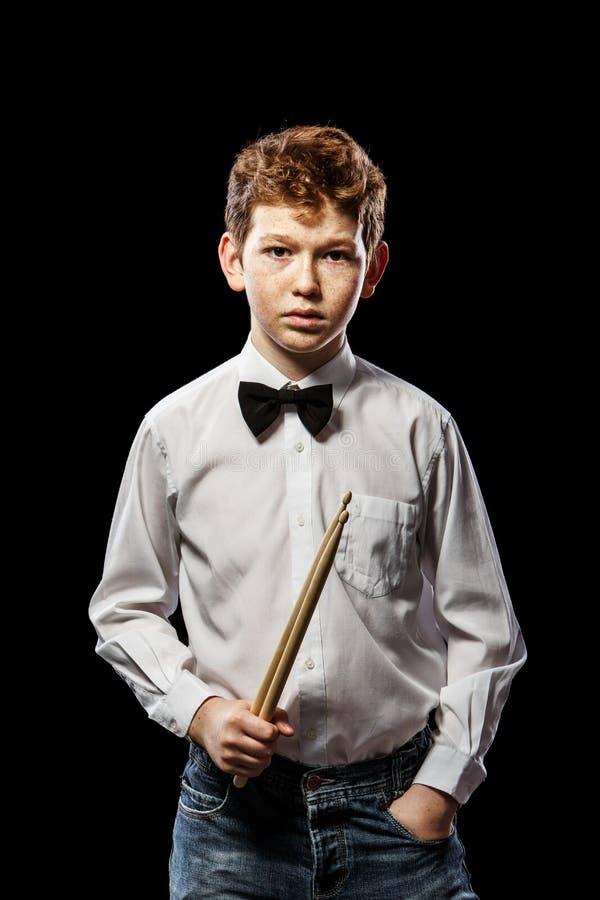 Drumsticks в руке стоковые изображения