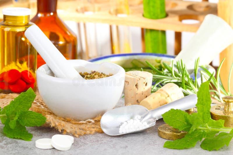 Druppeltjesopbrengst, homeopathie royalty-vrije stock foto