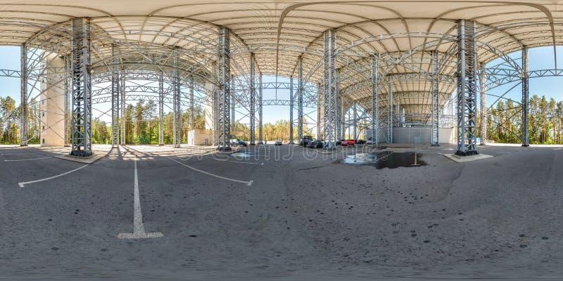 Druskininkai, LITUVA - GIUGNO 2019: panorama sferico completo di hdri 360 gradi di vista di angolo vicino alla struttura d'acciai immagine stock