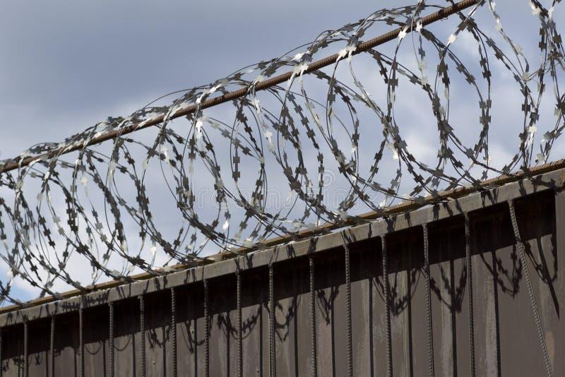 Drut kolczasty rana wierzchołek ogrodzenie zdjęcia royalty free