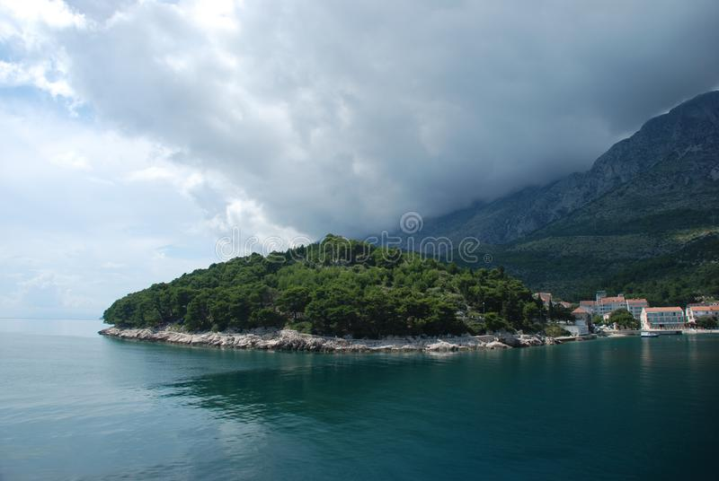 Drvenik,从海的看法 库存图片