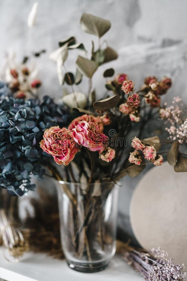 Free Dry Flowers In The Interior, Bouquets Of Dried Flowers Royalty Free Stock Photo - 179338855