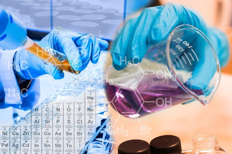 Dryckeskärl i forskarehand och påfyllningskemikalie in i provrörforskare med utrustning och vetenskapsexperiment royaltyfria foton