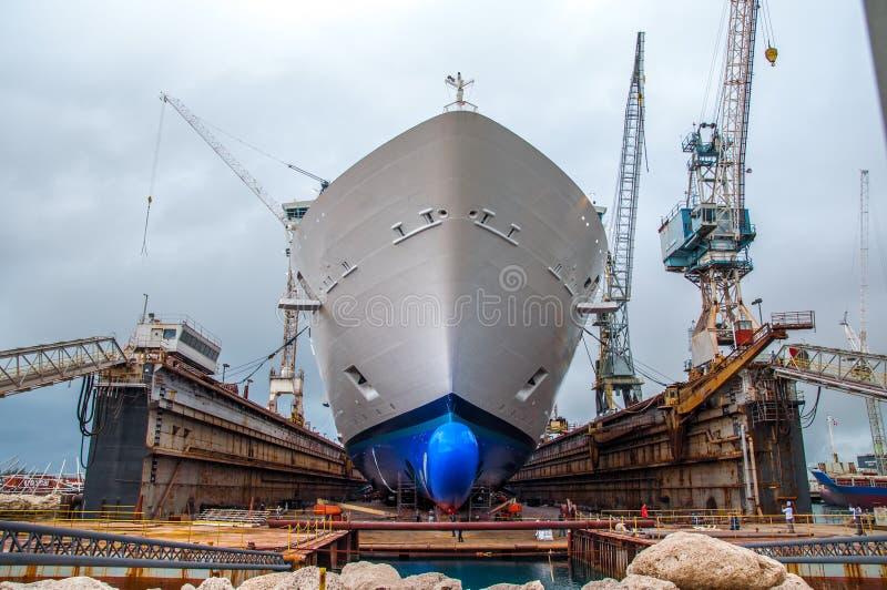 Drydock van het cruiseschip stock afbeelding