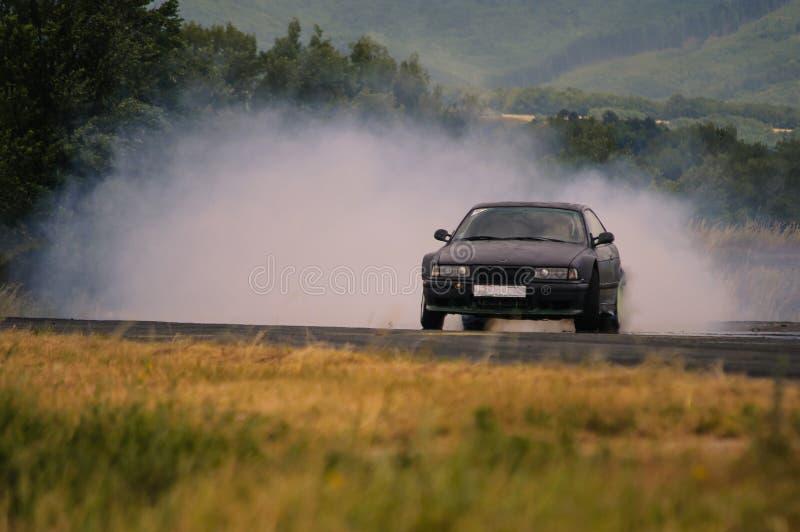 Dryftowy samochód z kolei obrazy royalty free