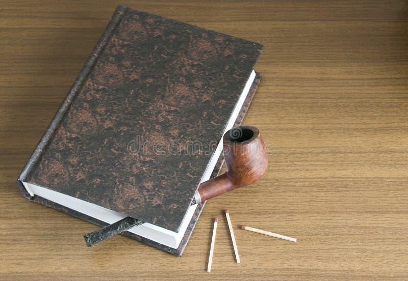 Drymba i książka zdjęcie royalty free