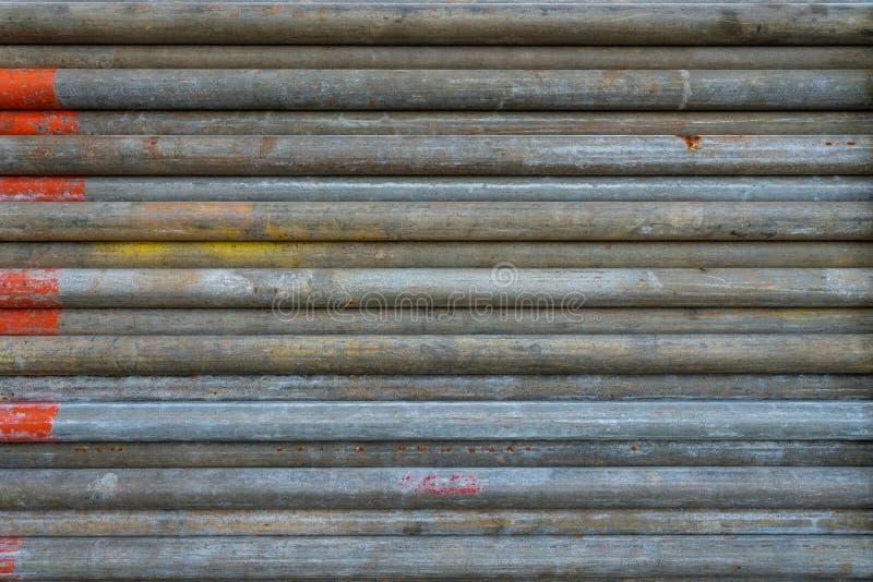 Drymba scaffolder sprawdzać z pomarańczowym farba koloru kodem wskazywał te i przygotowywa używać fotografia stock