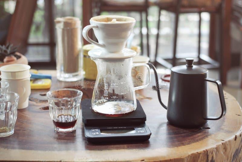 Drypa Glass satser för kaffe i ett coffee shopkafé, drink royaltyfri bild