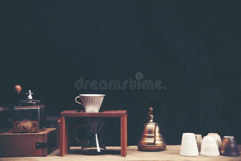 Drypa glass satser för kaffe på cafeterian på coffee shopkafét dis royaltyfri foto