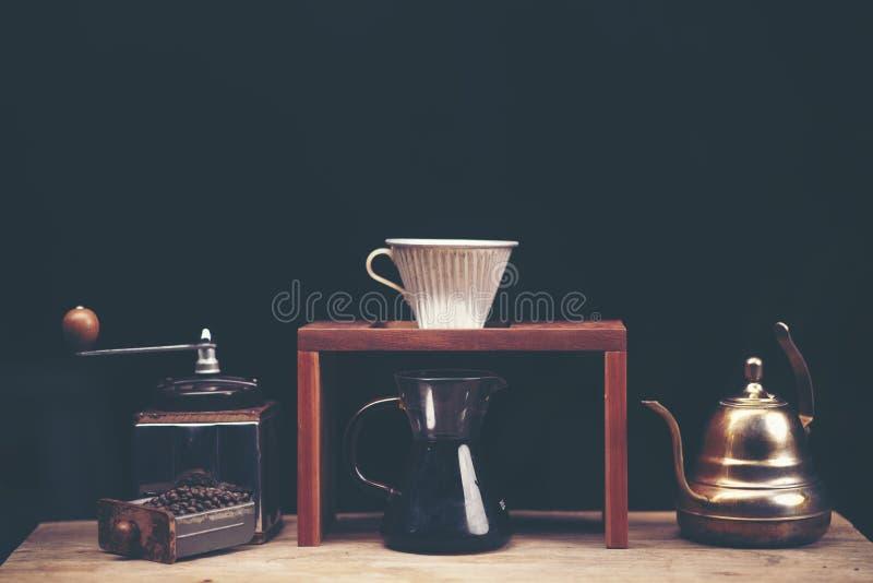 Drypa glass satser för kaffe på cafeterian på coffee shopkafét dis royaltyfria bilder