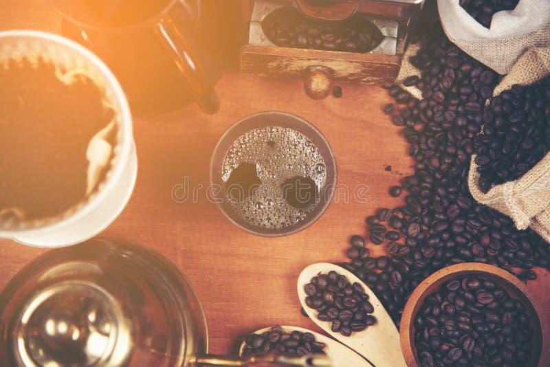 Drypa glass satser för kaffe på cafeterian på coffee shopkafét dis royaltyfri bild