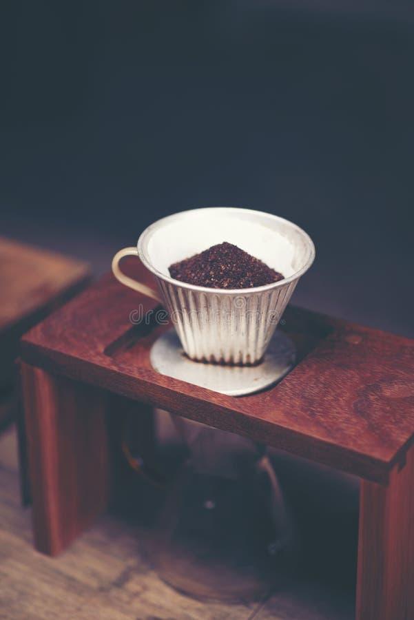 Drypa glass satser för kaffe på cafeterian på coffee shopkafét dis arkivbild