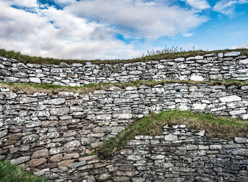 Drystone vägg på Clickimin Broch royaltyfri fotografi