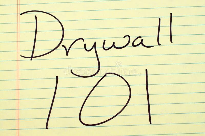 Drywall 101 Na Żółtym Legalnym ochraniaczu fotografia stock