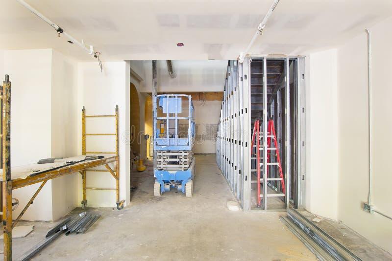 Drywall och inramning i konstruktionslokal arkivfoto