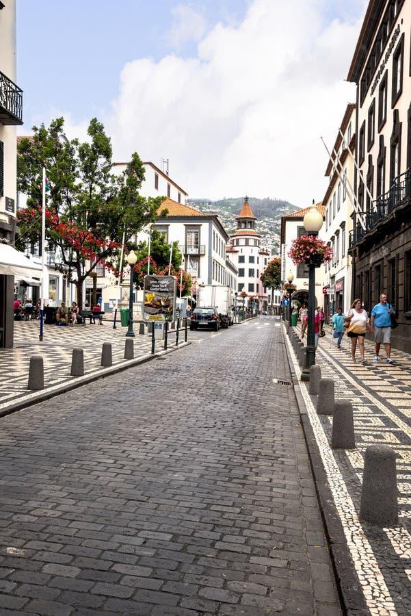 drzewne Prążkowane Główne zakupy ulicy w Funchal maderze Portugalia fotografia stock