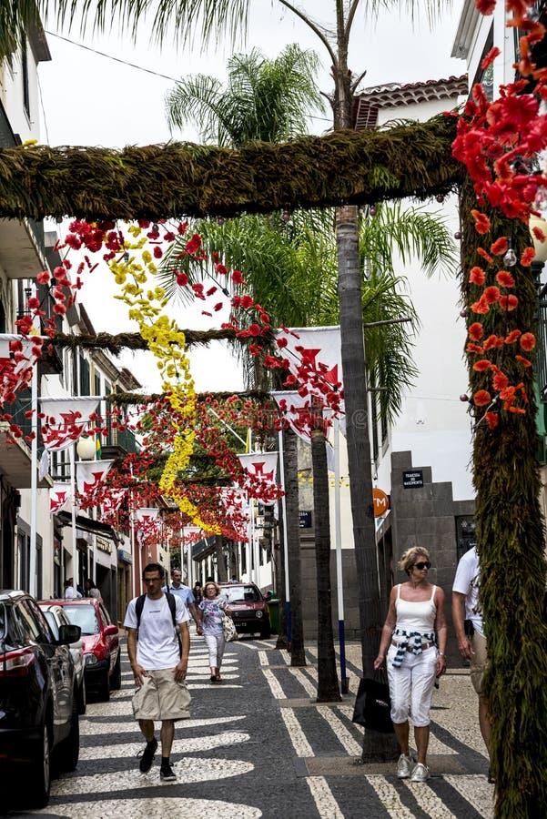 drzewne Prążkowane Główne zakupy ulicy w Funchal maderze Portugalia zdjęcie stock