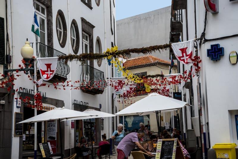 drzewne Prążkowane Główne zakupy ulicy w Funchal maderze Portugalia obraz stock
