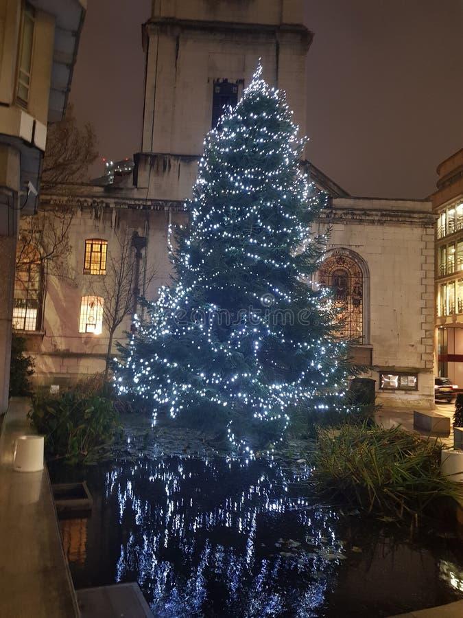 Drzewo świąteczne zapaliło się ze światłami w Londynie obraz royalty free