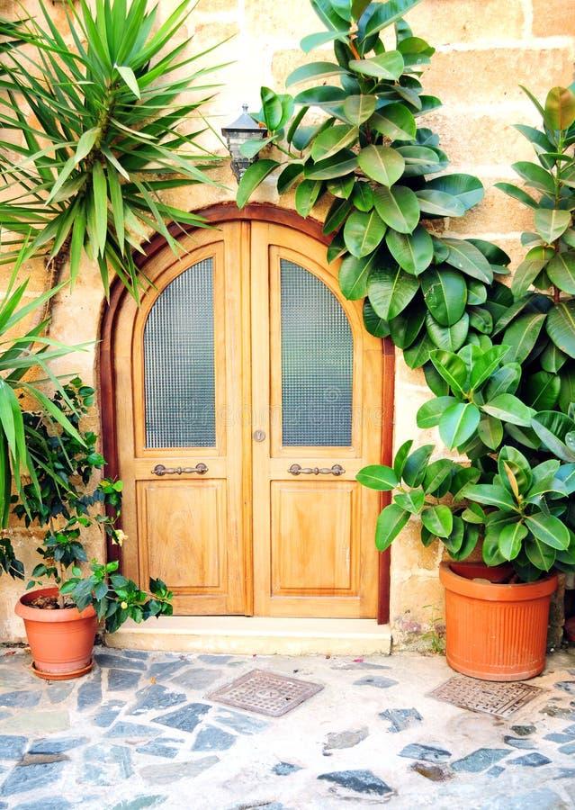 drzwi śródziemnomorski frontowy obrazy stock