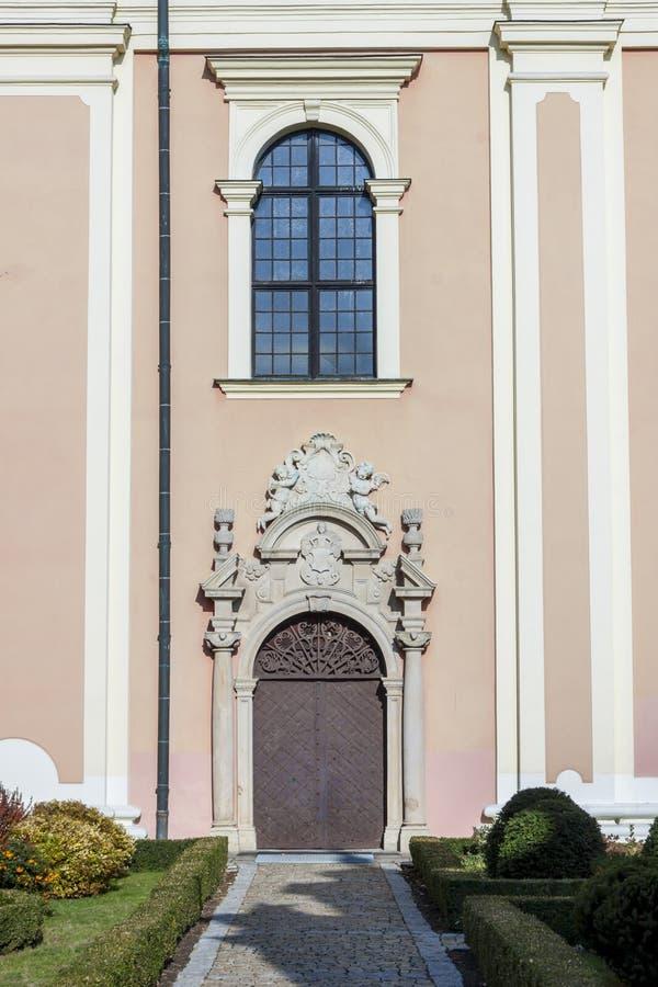 Drzwi świętego Mikael kościół - Sandomierz, Polska obraz stock