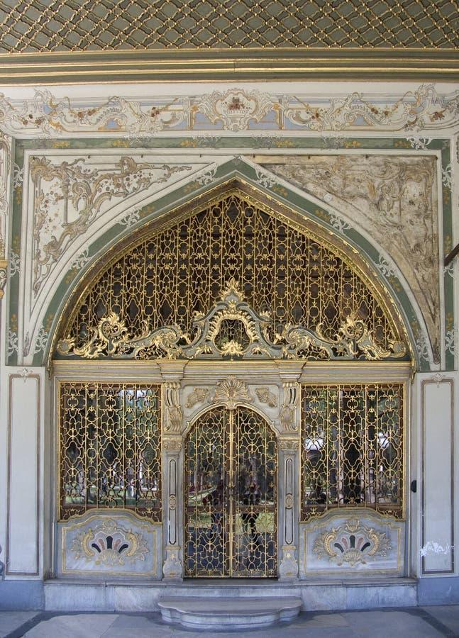 drzwi 1 pałacu. zdjęcie royalty free