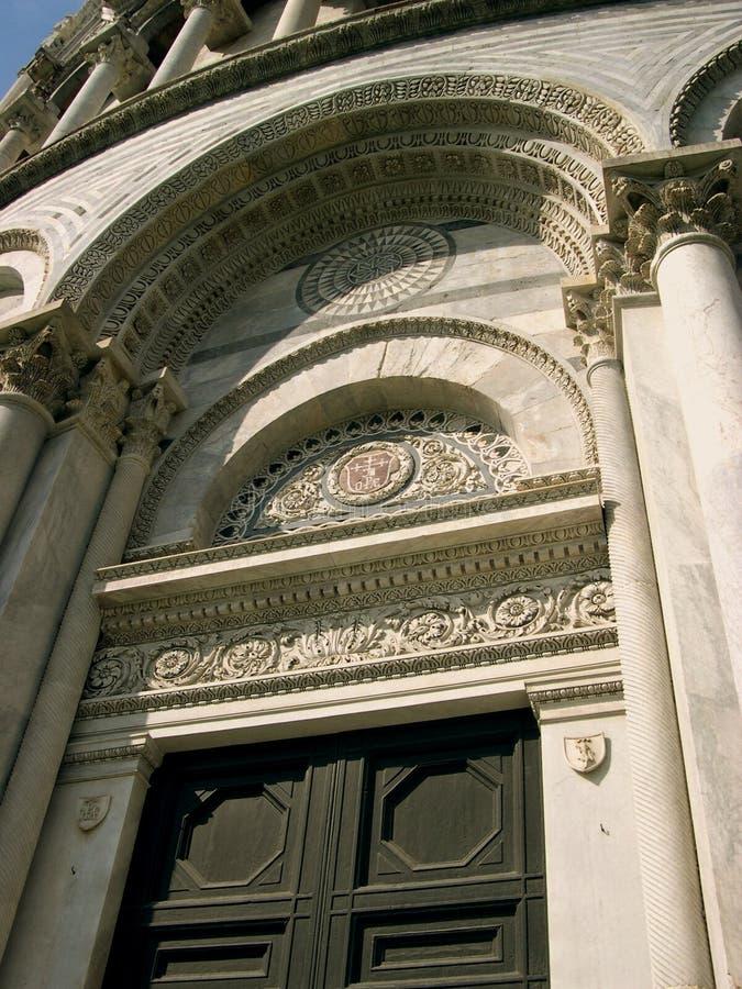 Drzwi bazylika w Pisa zdjęcie royalty free