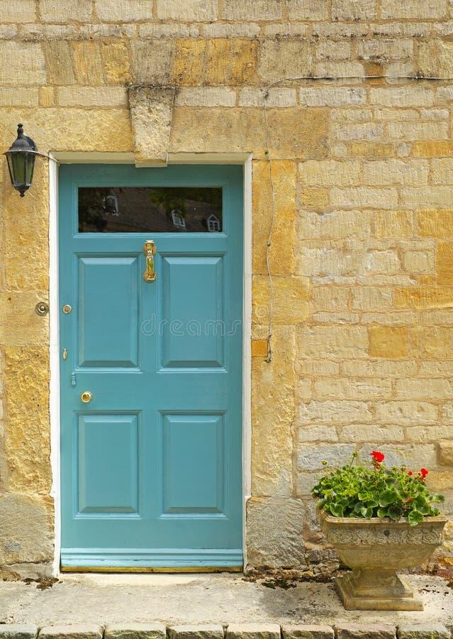 drzwi do domu dość tarasowaty standardowe zdjęcie stock