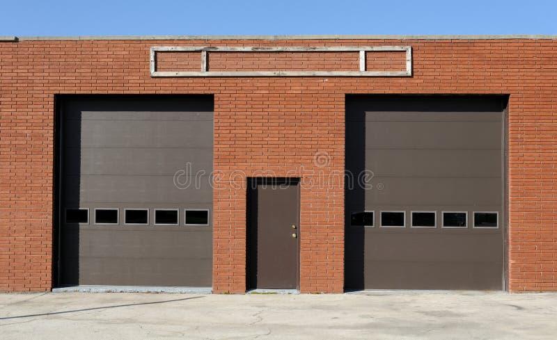 drzwi garaż dwa zdjęcie stock