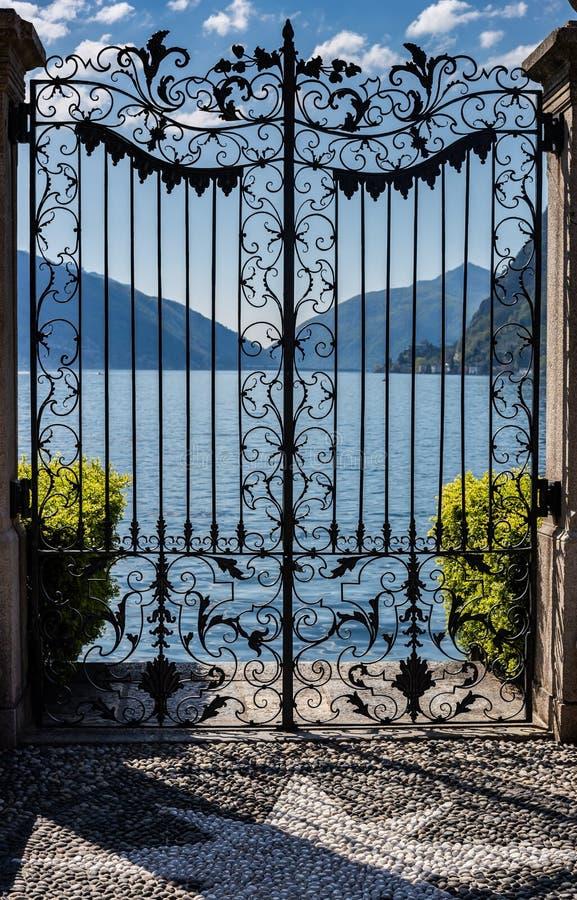 Drzwi jezioro zdjęcia royalty free