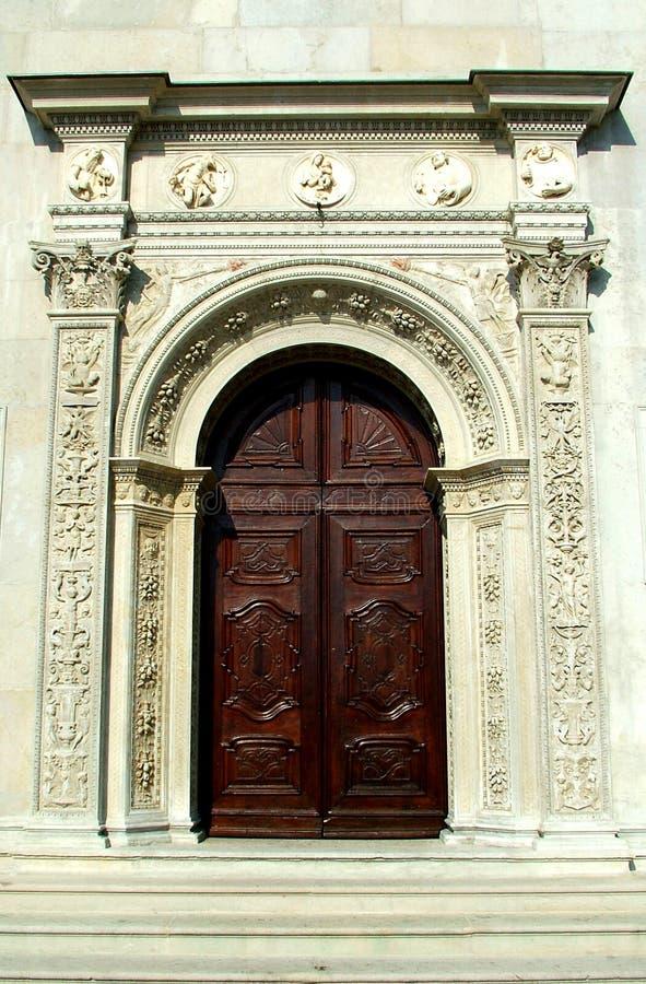 Download Drzwi kościoła obraz stock. Obraz złożonej z drzwi, historyczny - 37803