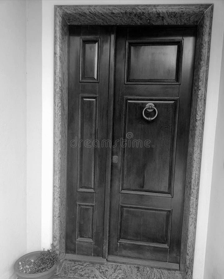 Drzwi odchylony zdjęcie royalty free